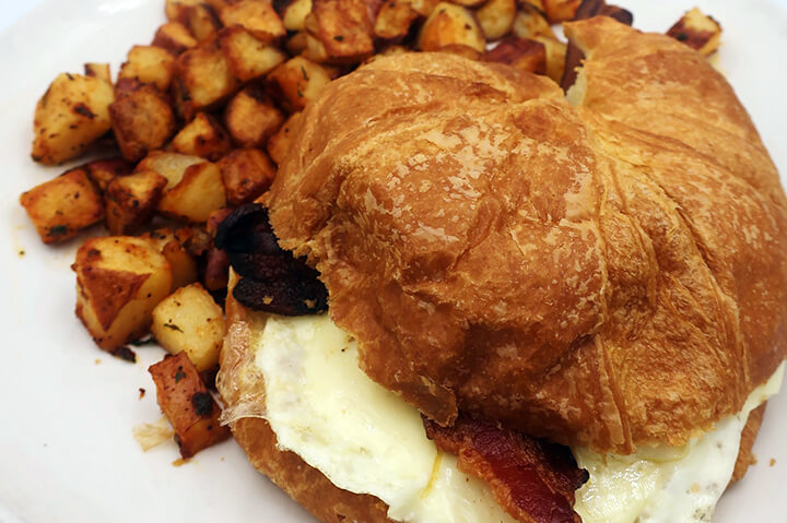egg bacon sandwich on plate - best egg and bacon breakfast sandwich in portsmouth nh